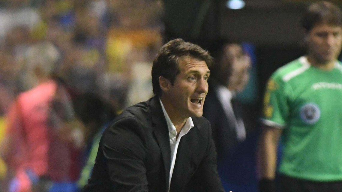 ¡El blooper de la fecha! Guillermo Barros Schelotto se pegó un tremendo resbalón y estallaron de risa Tevez y Pavón