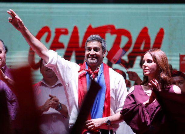 Mario Abdo Benítez celebra su victoria<br>