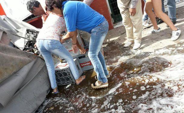 El camión de cerveza saqueado en pocos minutos en Salta<br>