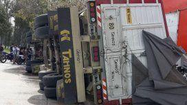 Así quedó el camión de cerveza volcado
