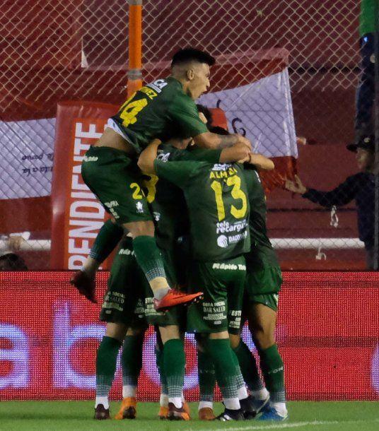 """El """"Halcón"""" celebra el gol de Mariano Bareiro ante Independiente<br>"""