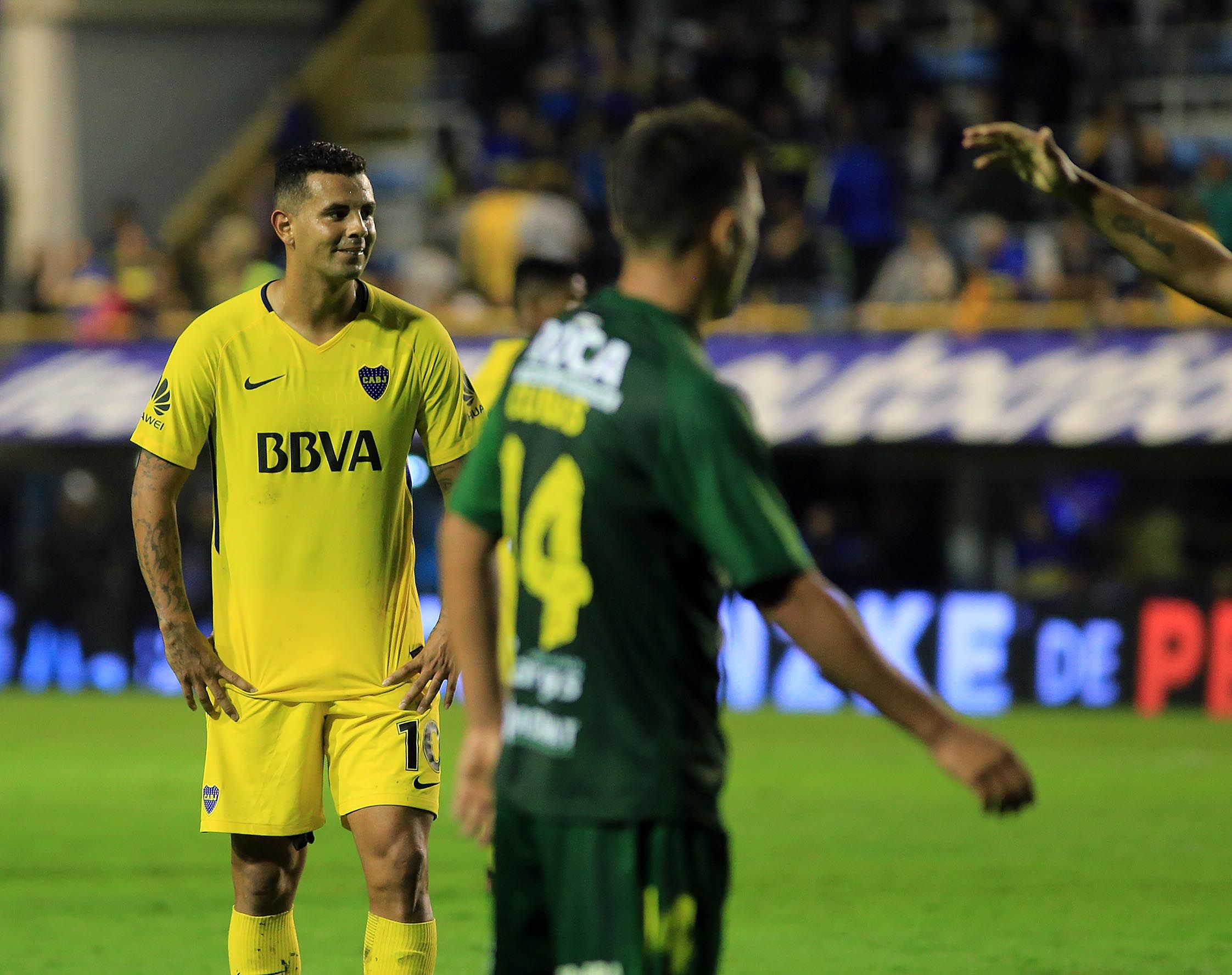 Edwin Cardona se lamenta tras el gol de Defensa y Justicia