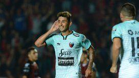 Alan Ruiz celebra uno de los cuatro goles de Colón
