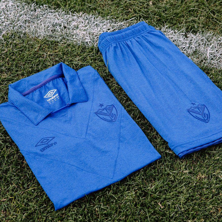Vélez presentó una camiseta especial: la usará una sola vez y los hinchas la agotaron antes de verla