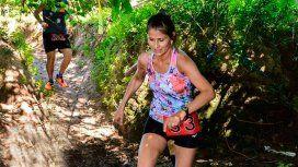 Una maratonista se descompensó en una carrera, estuvo 4 horas perdida y pelea por su vida