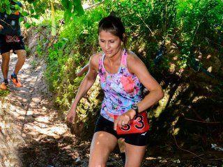 una maratonista se descompenso en una carrera, estuvo 4 horas perdida y pelea por su vida