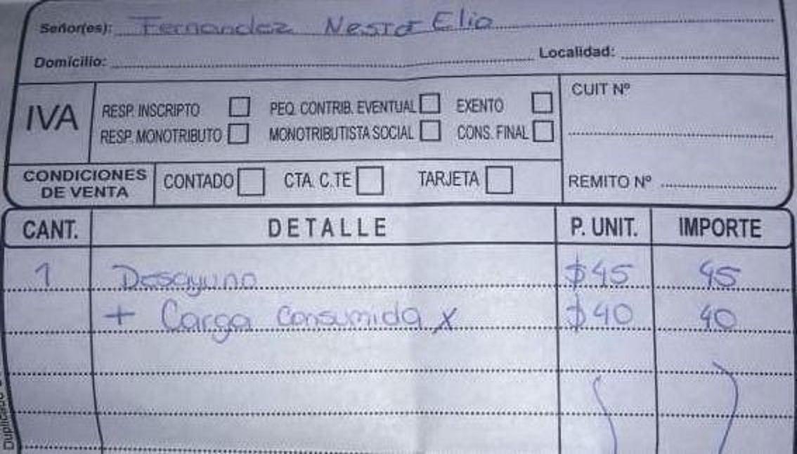 Insólito: fue a tomar un café en Salta y le cobraron por cargar la notebook