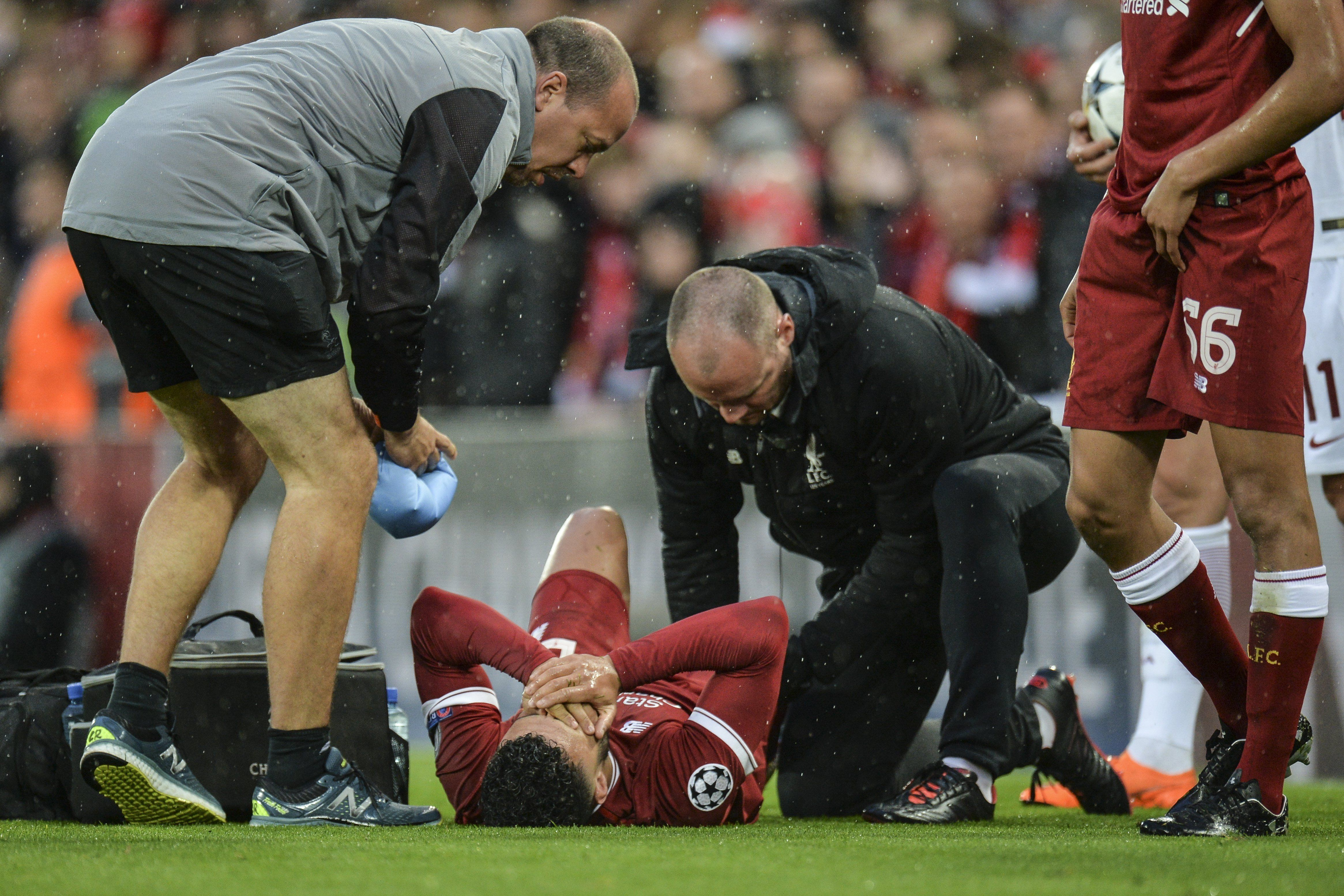 El dolor del jugador del Liverpool en pleno campo de juego