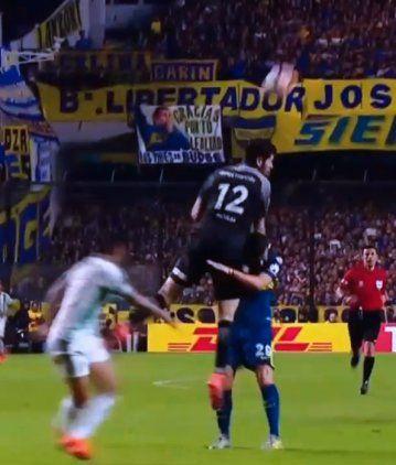 La pelea de Nández y Rossi luego del error en el segundo gol del Palmeiras