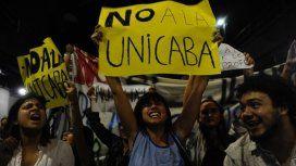 Docentes y alumnos protestaron contra el ajuste en Educación en la Ciudad