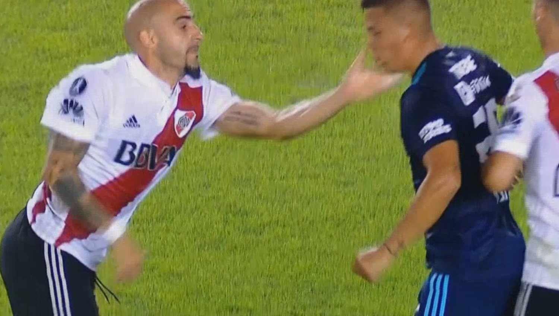 Javier Pinola se volvió viral por esta acción