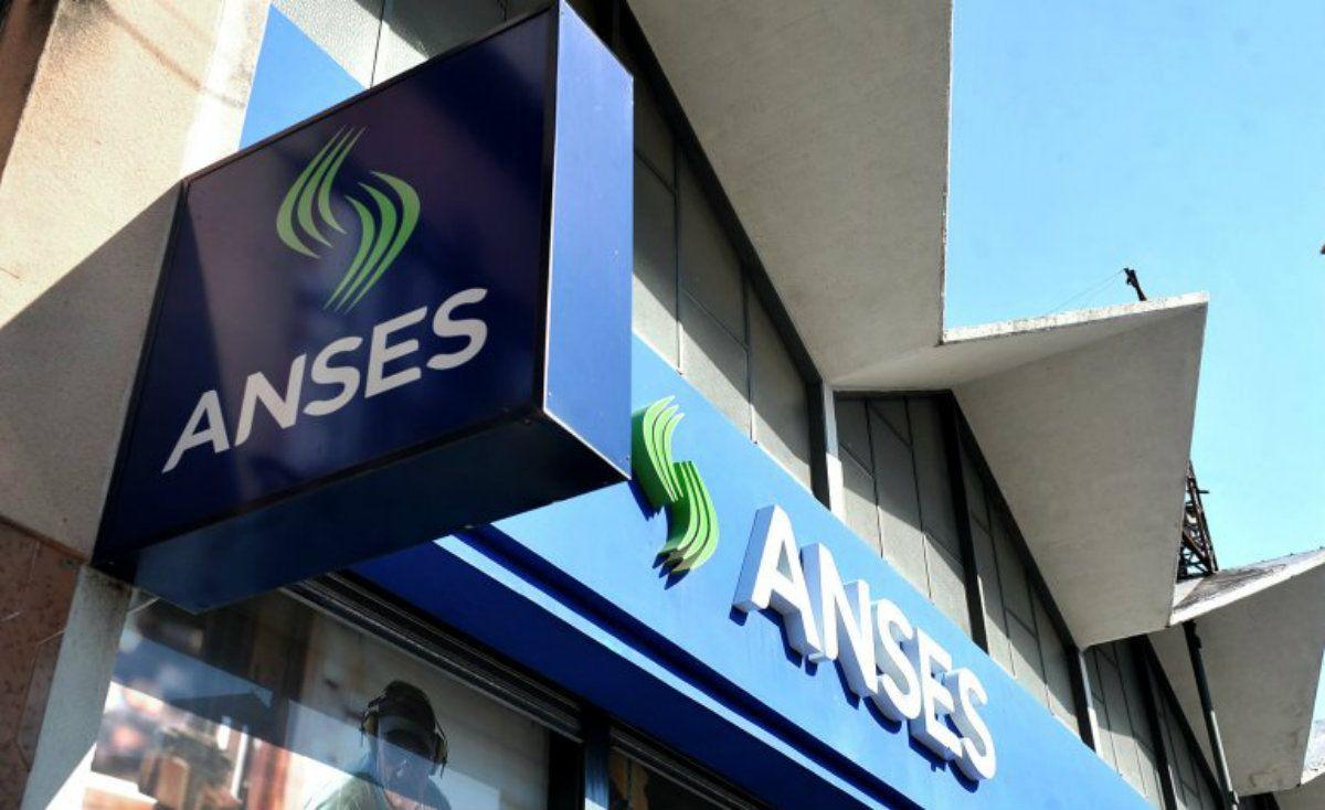 El Gobierno toma dinero de la Anses para cubrir lo que queda del gasto de 2018