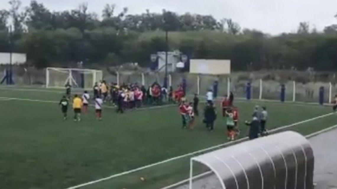 Pelea entre la quinta división entre Boca y River