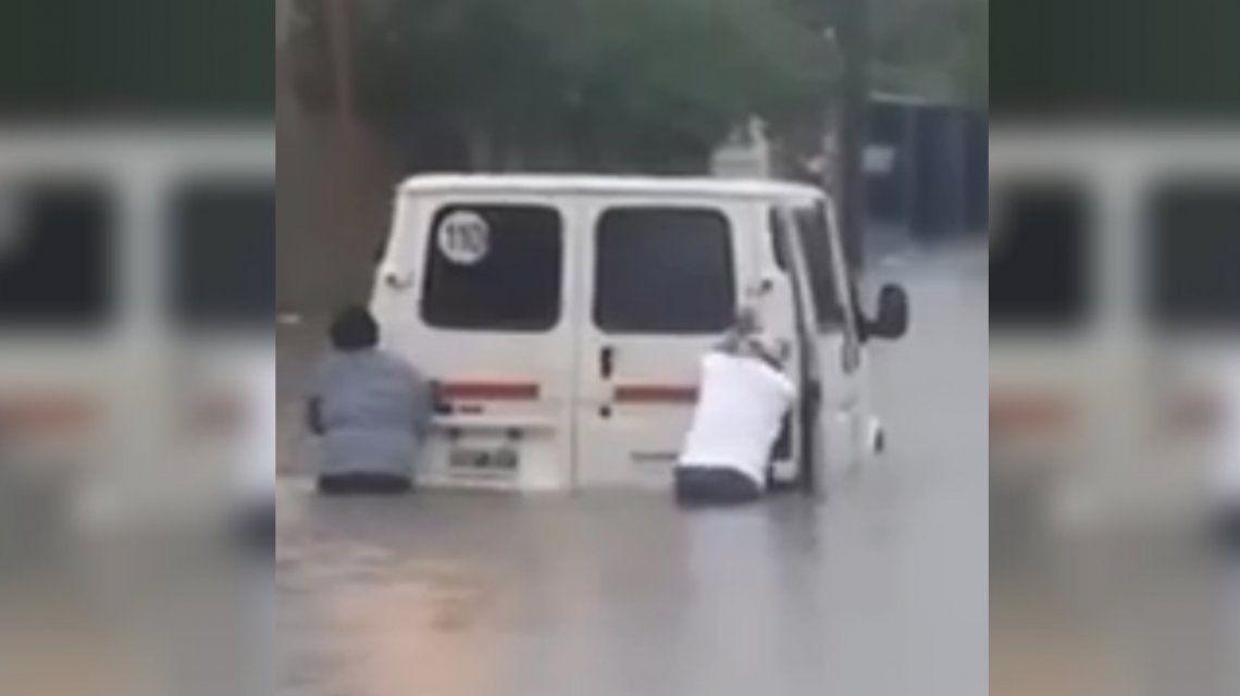 Temporal en Quilmes: se desbordó un arroyó y las calles están intransitables