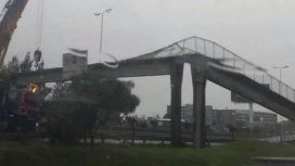 Por el temporal, cayó un puente peatonal en el acceso oeste frente al Hospital Posadas
