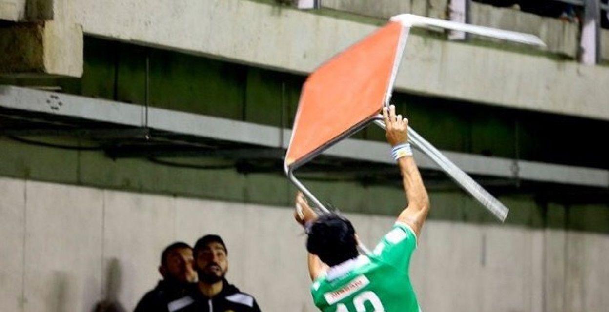 Abreu agredió a hinchas de Audax - Crédito: Xpressmedia