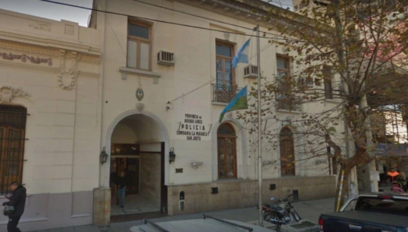 Ladrones vestidos de policías entraron a la comisaría de San Justo e hirieron a una oficial.