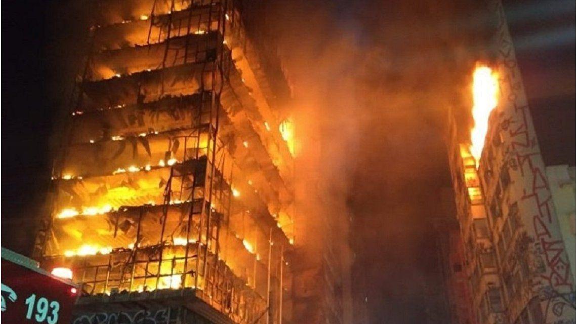 Feroz incendio en Sao Paulo: hay al menos un muerto y varios desaparecidos