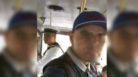 Se burló de un integrante de la Armada en el colectivo y recibió una dura y emotiva respuesta