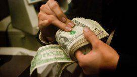 Venta de reservas y suba de tasas: ¿cómo hace el Central para contener la disparada del dólar?