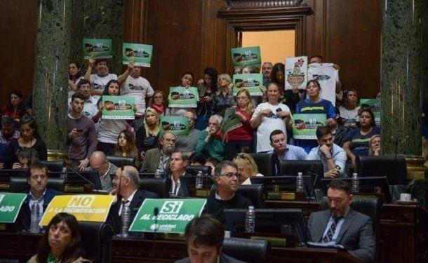 La Legislatura portreña aprobó la quema de residuos - Crédito: parlamentario.com