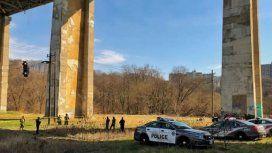 El misterio del auto colgando en Toronto