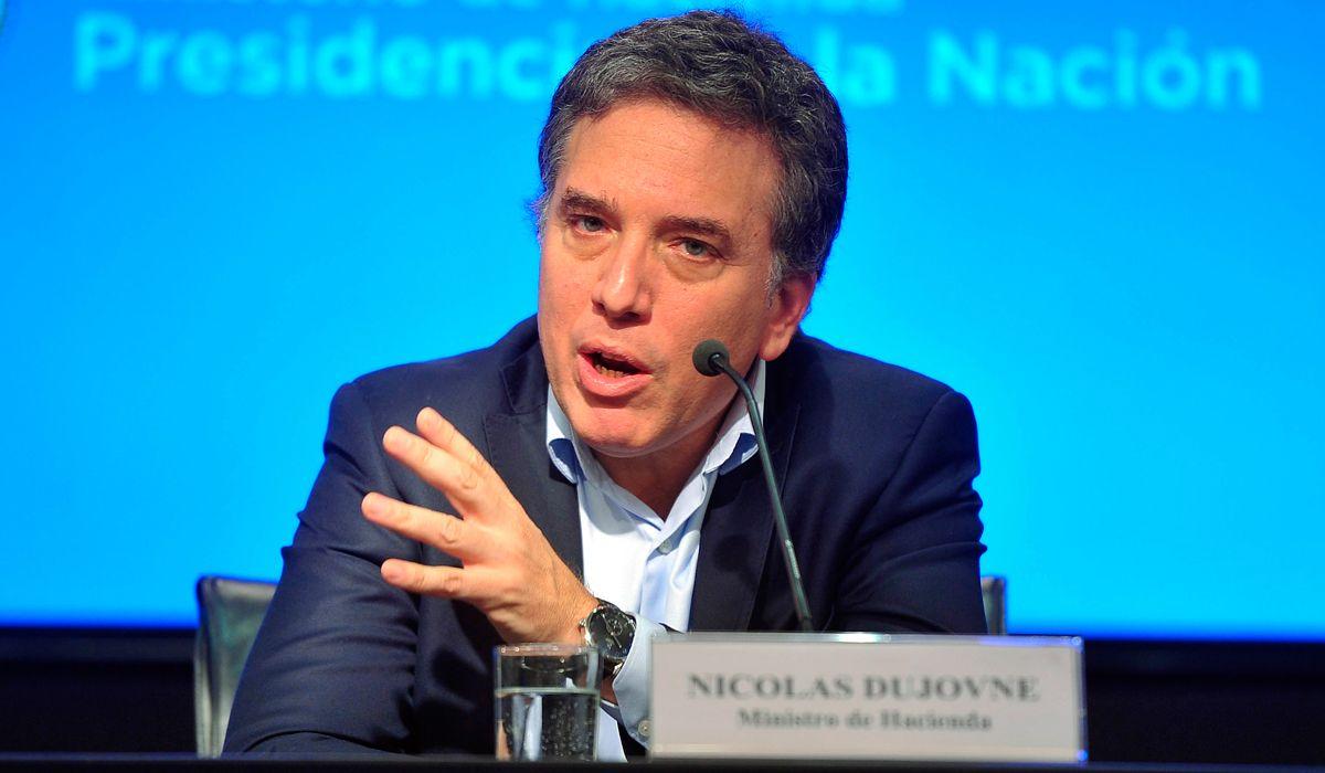 En otro día de disparada del dólar, habló Dujovne: El FMI apoya nuestro programa gradual