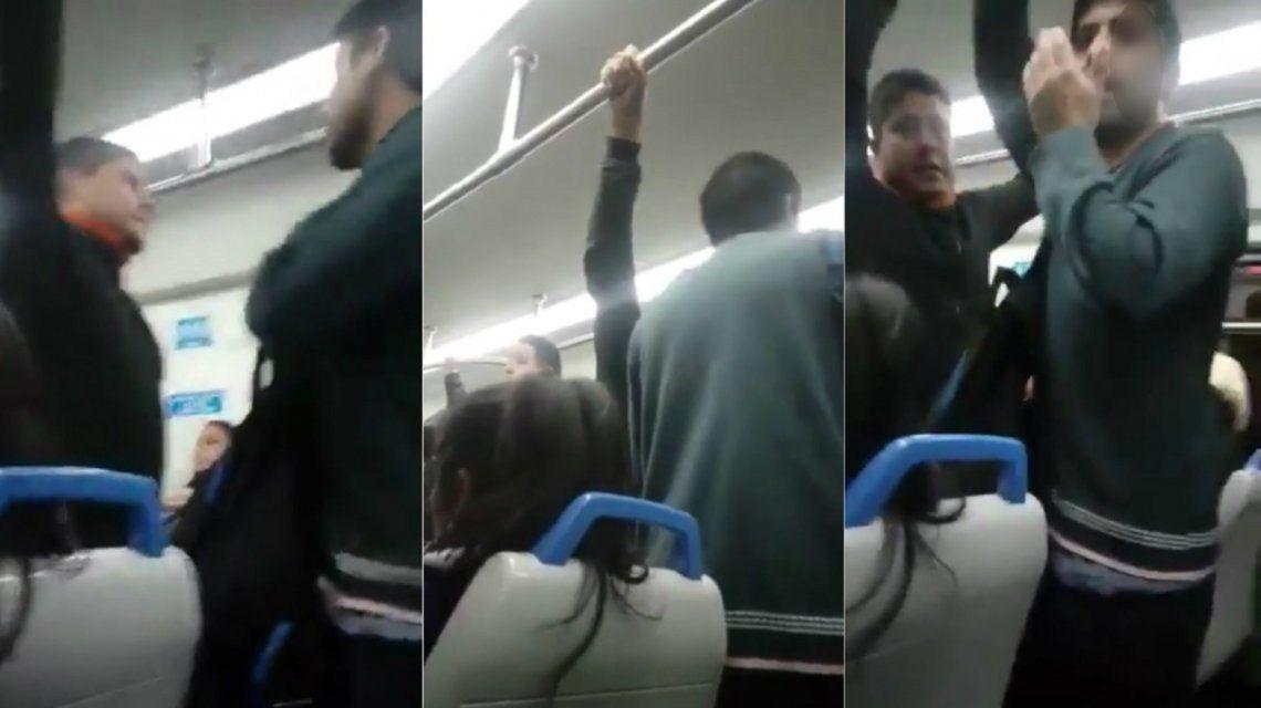 Acosó a dos chicas en el tren y lo escracharon
