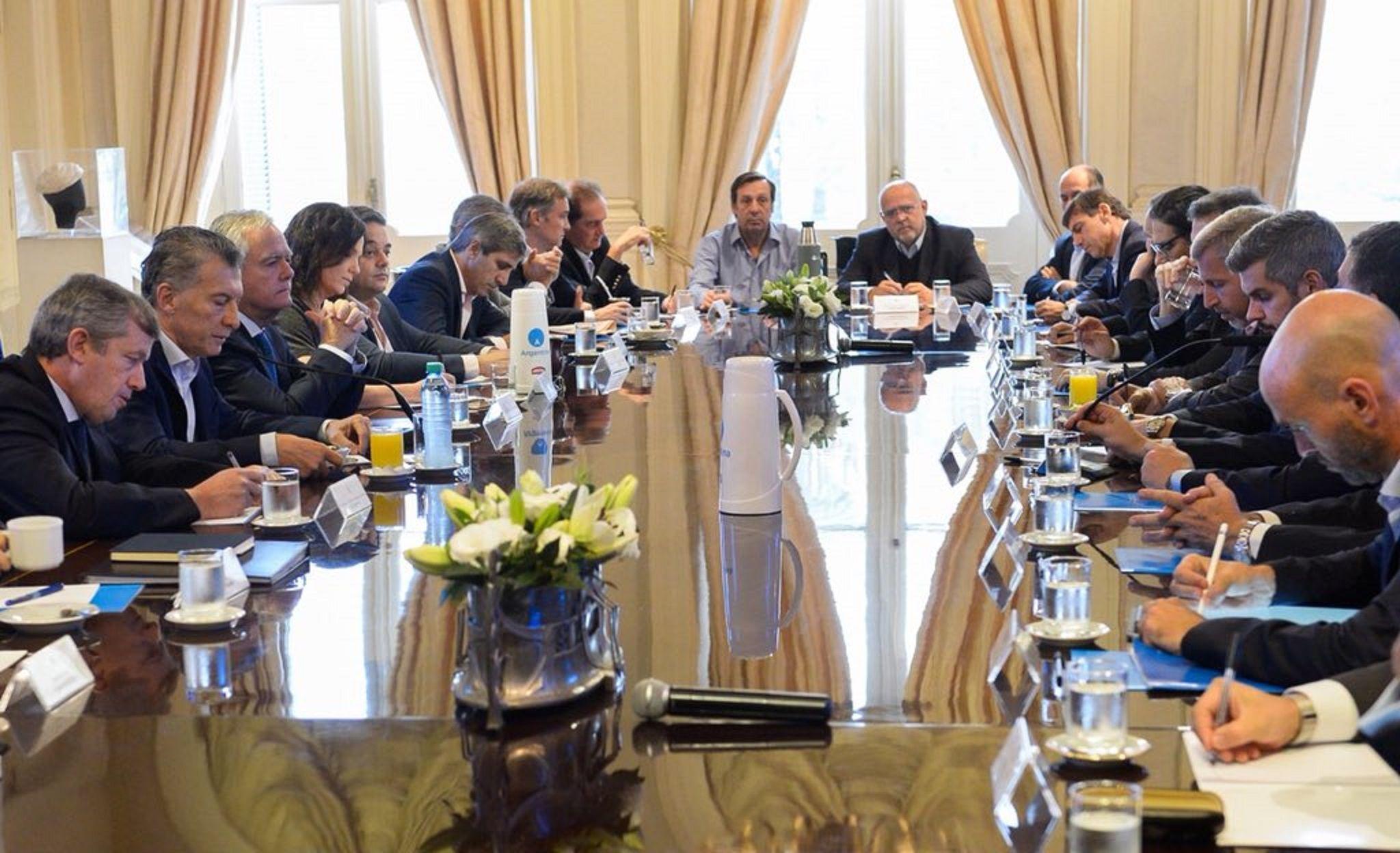 Macri busca superar la crisis por la disparada del dólar con 30 spots