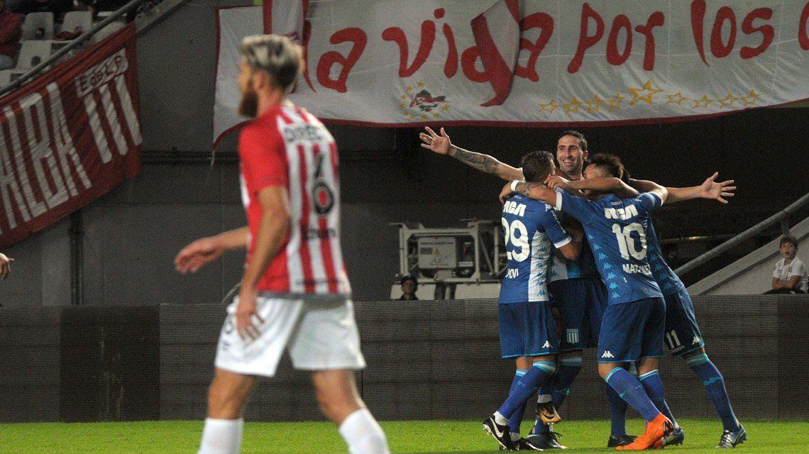 Donatti festeja con Piovi y Lautaro Martínez y Schunke se lamenta