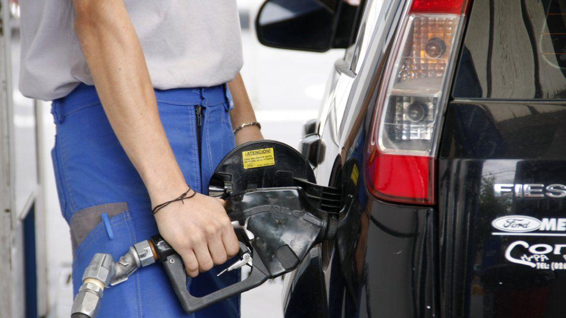 El gobierno intenta evitar una nueva suba de los combustibles