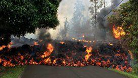 El piso es lava: Hawaii tiene sus calles inundadas por la erupción de un volcán