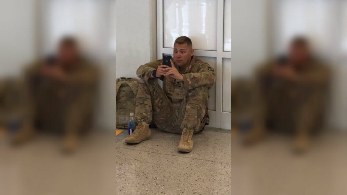 La cara del soldado al ver nacer a su hija