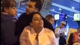 Una mujer descubrió a su pareja con la amante en un aeropuerto y armó un escándalo