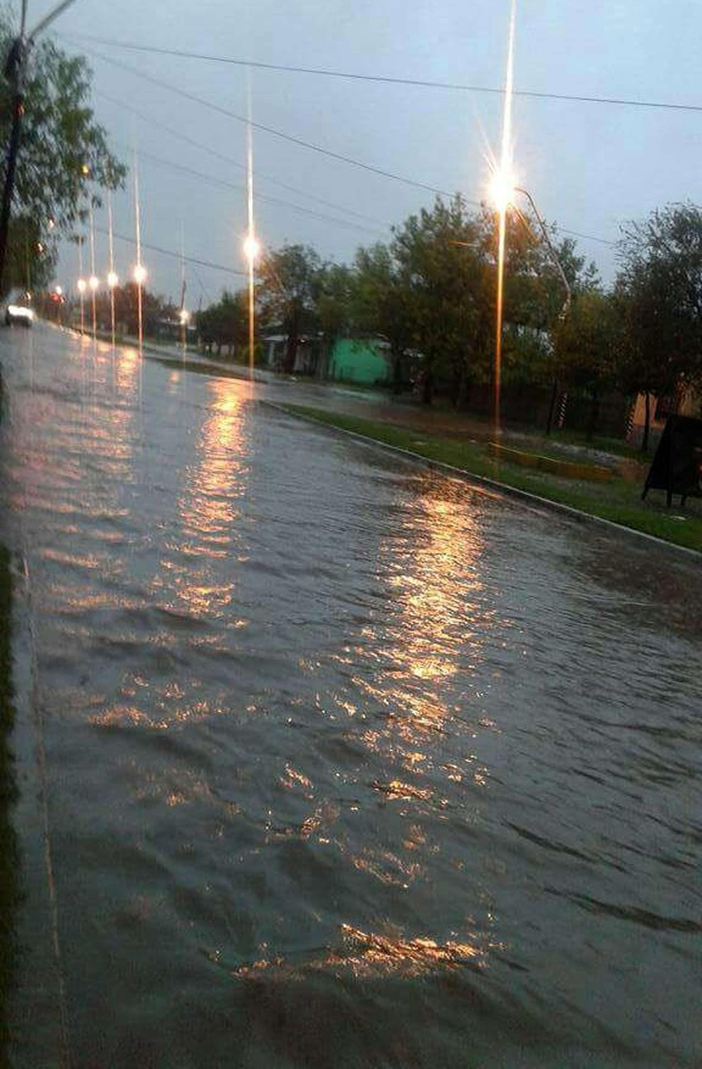 Hasta importantes avenidas quedaron bajo el agua