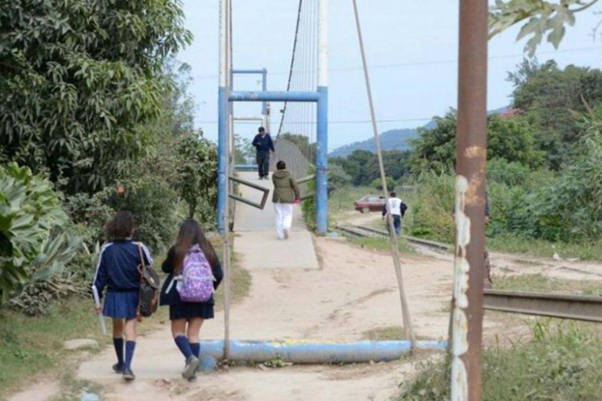La nena de 13 años fue violada por al menos tres personas