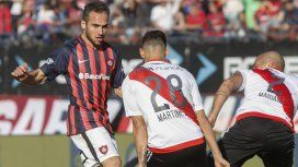 Belluschi encara ante la marca de Martínez Quarta y Maidana