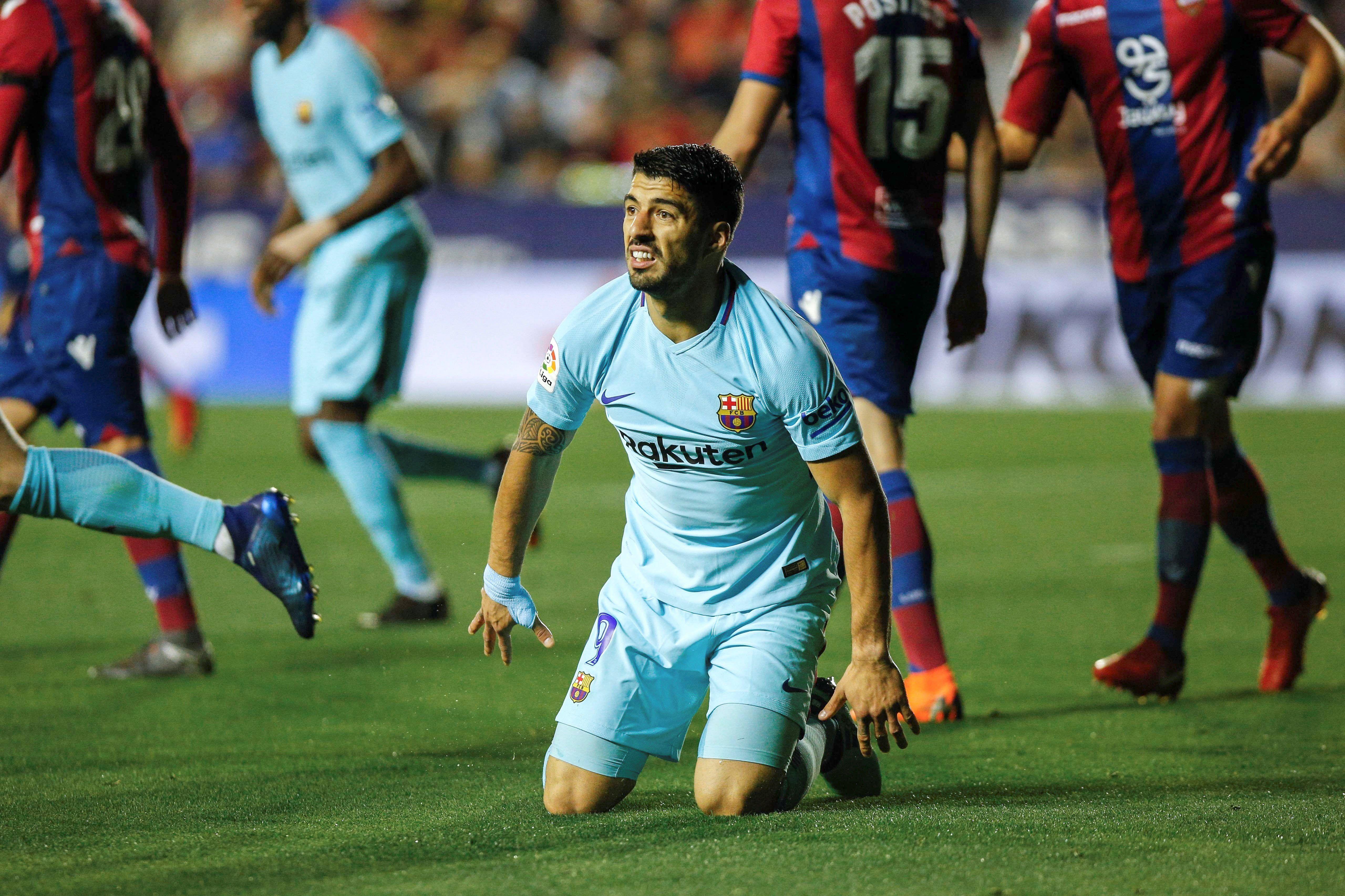 El uruguayo Suárez no pudo evitar la caída de su equipo