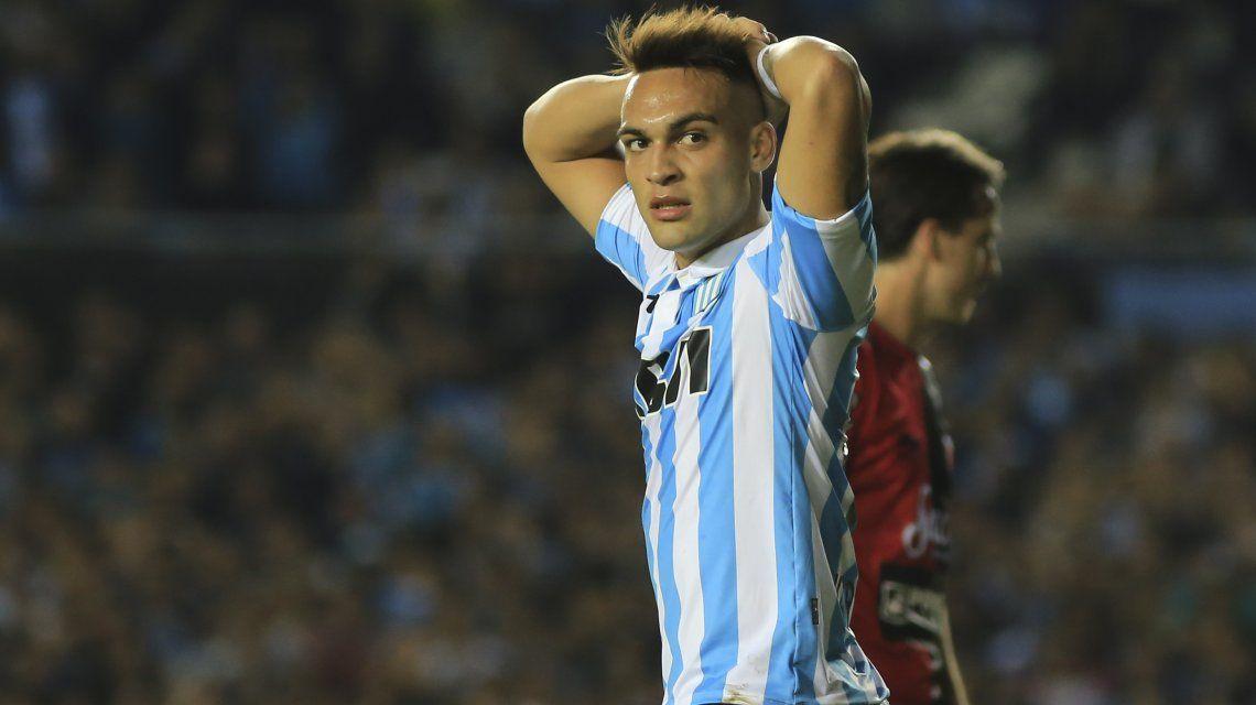 Lautaro Martínez se lamenta en una de las posibilidades que su equipo desperdició