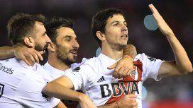 Lucas Pratto, Ignacio Scocco y Nacho Fernández festejan el primer gol del Millonario