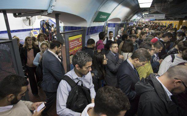 Metrodelegados liberaron molinetes en la línea D<br>