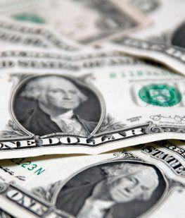 El dólar cayó 10 centavos ante la presunción de que el Central mantendrá la tasa en el 40%