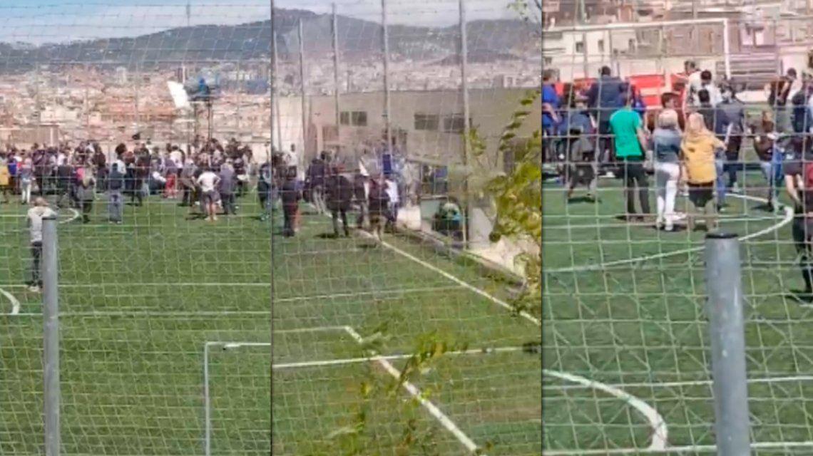 Se cayó una tribuna durante una entrevista a Iniesta en Barcelona: hay once heridos