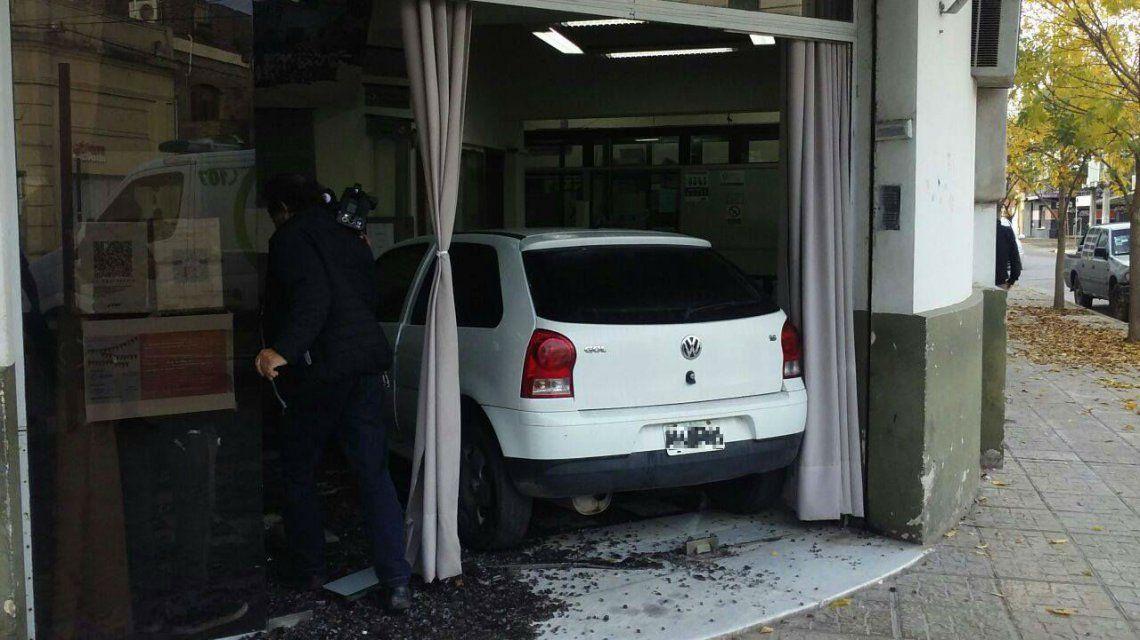 La mujer arremetió contra las oficinas de la compañía tras discutir con los empleados por su factura