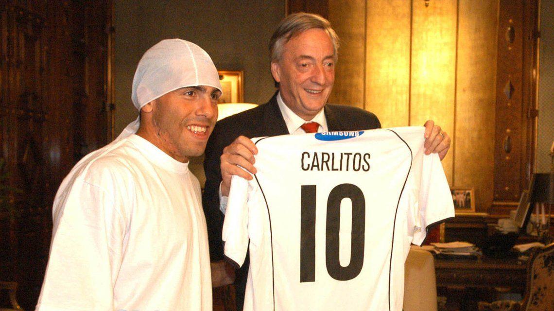 Carlos Tevez con Néstor Kirchner