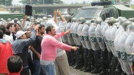 Trabajadores de Cresta Roja denunciaron represión de Gendarmería por un acampe