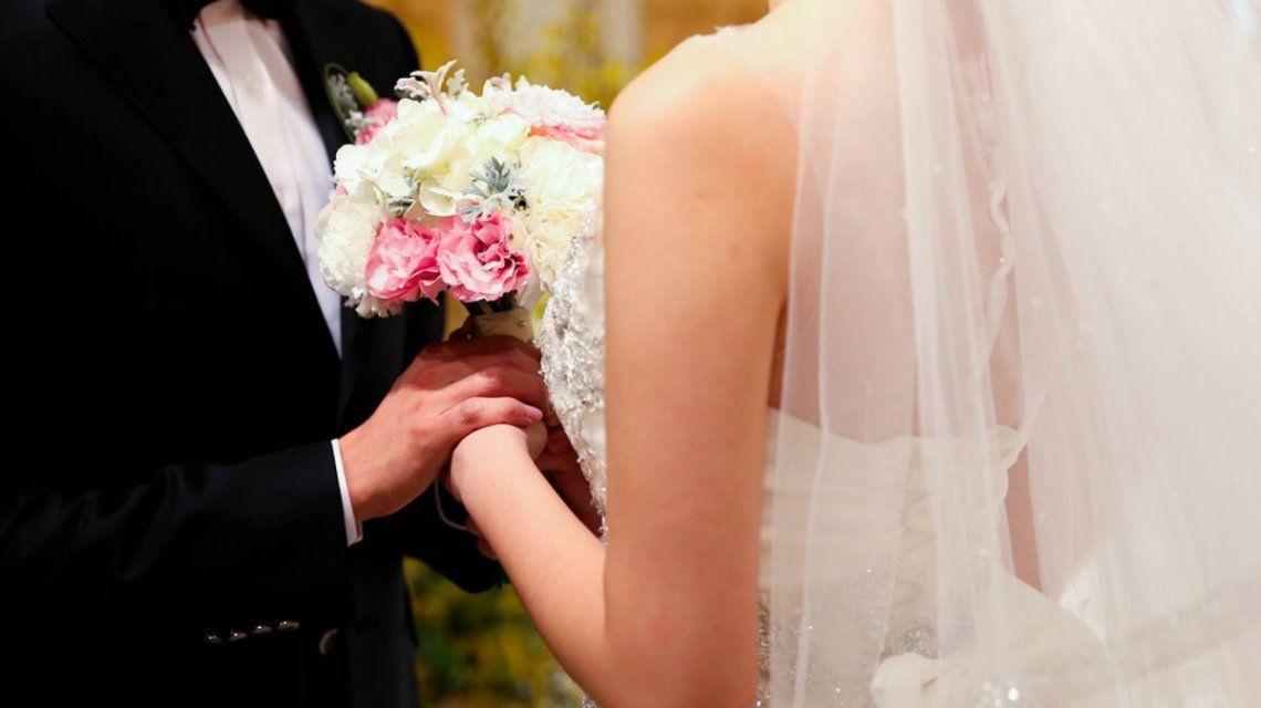 La pareja se conoció por Facebook y su matrimonio duró una semana