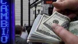 El dólar cerró a 25,10 pesos en esta semana corta