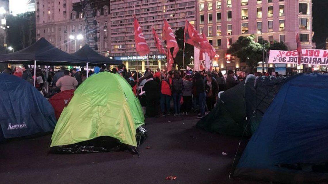 Acampe en el Obelisco contra el tarifazo y el FMI