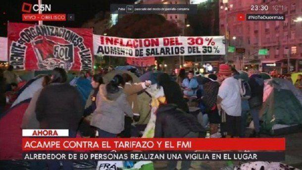 Organizaciones sociales pasaron la noche en la Plaza de la República<br>